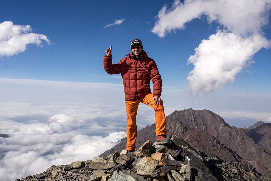 Третий лагерь 4200м. там мы быстро сходили наверх еще на 70м, на первую мою вершину Пик ОЖД.
