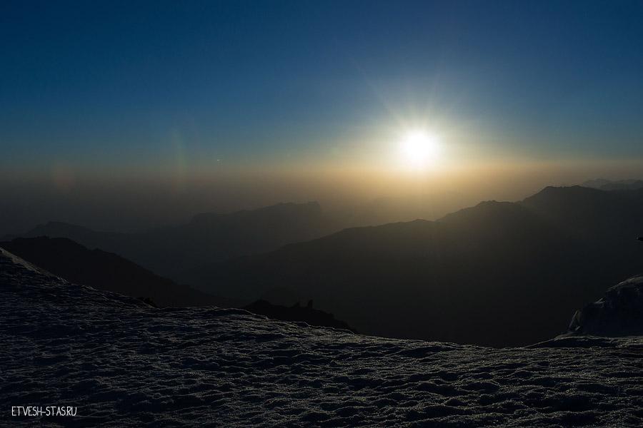 Восход солнца в процессе штурма горы