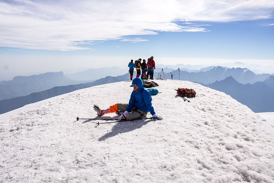 На вершине горы Казбек.
