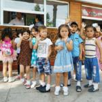 Дети из города Худжанд в парке